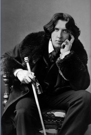 Robinson has a ... unique take on literary legend Oscar Wilde.