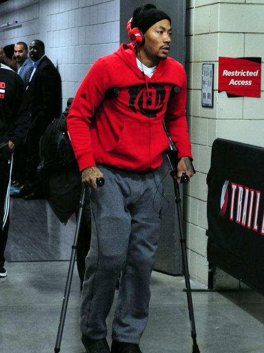 Rose leaving Portland after his torn meniscus against the Blazers on Friday.