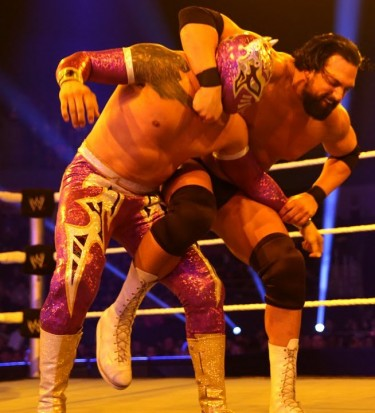 sin-cara-vs-damien-sandow-wwe-main-event-jan-15-2014-375x413