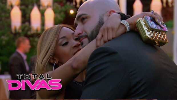 Ariane finally tells Vinny she loves him