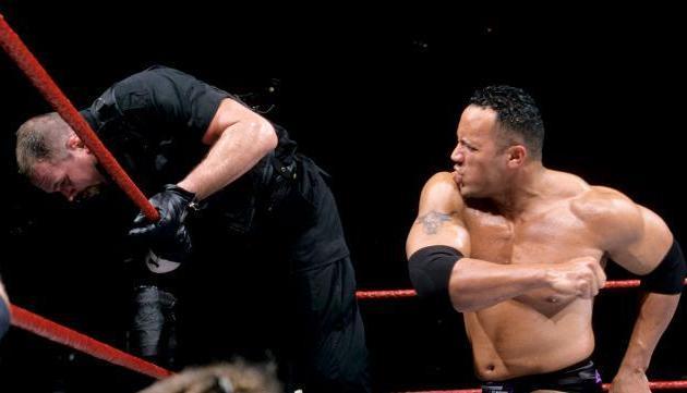 The-Rock-Royal-Rumble-2000_crop_north