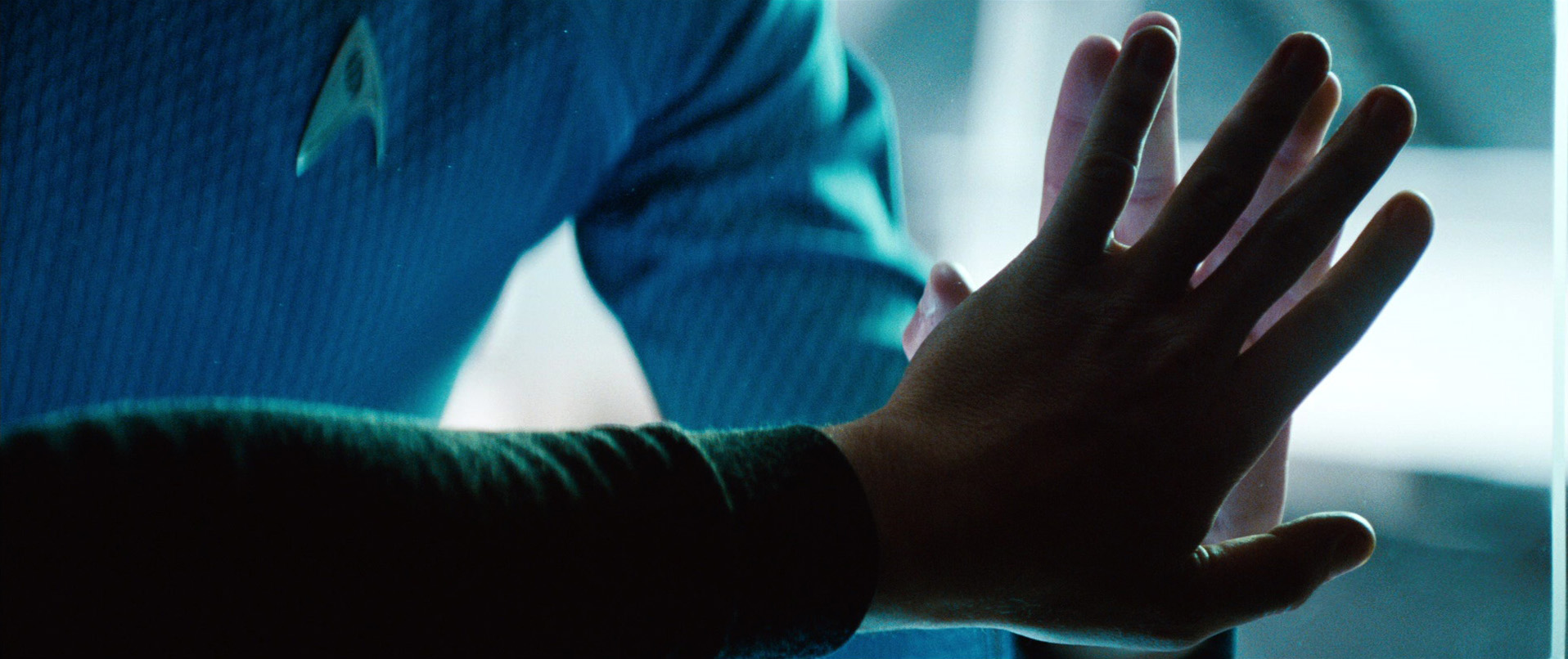 star-trek-into-darkness-kirk's-death-hands