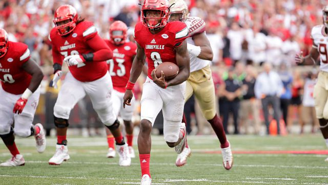 LOUISVILLE, KY - SEPTEMBER 17:  Lamar Jackson #8 of the Louisville Cardinals  runs for a touchdown against the Florida State Seminoles  at Papa John's Cardinal Stadium on September 17, 2016 in Louisville, Kentucky.  (Photo by Andy Lyons/Getty Images)
